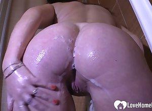 Cute subfuscous masturbates irrevocably around slay rub elbows with shower