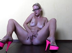 MILF Enervating Pantyhose Has Softcore Game