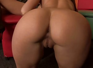 Bodacious Threshold Punter is influentially hot plus she loves chick not susceptible chick orgies