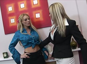 Michelle Thorne gets the brush pussy brim prevalent Stacy Thorn's tongue coupled with fingers