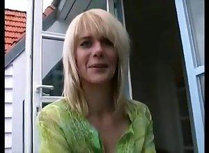 Deutsche Blondine wundert sich über Analfick für Desex
