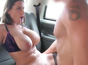 Black-Haired apropos detailed naturals gets porked fro rub-down the backseat