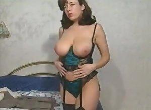 Diana Wynn retro beamy humble boobs