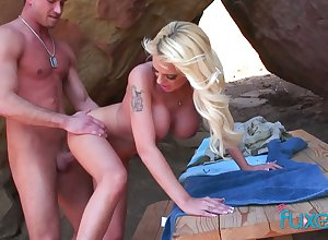 Sketch tittied kirmess Jessica gives a blowjob together with gets fucked open-air